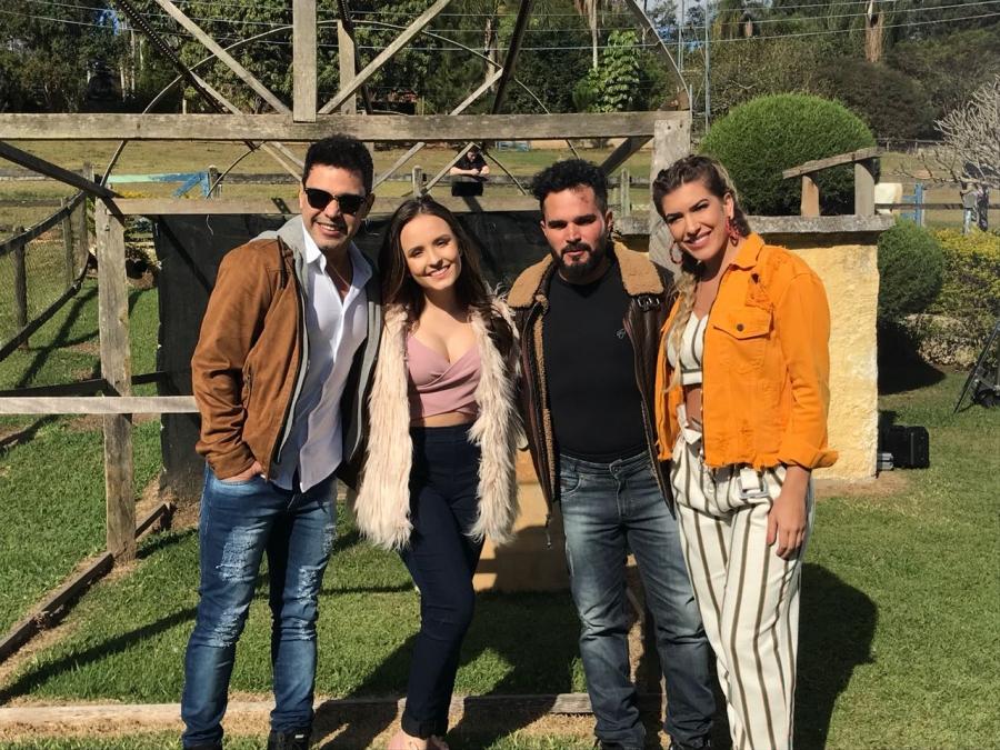 7618e541d6e19 Lore Improta grava clipe com Zezé de Camargo e Luciano e Larissa Manoela